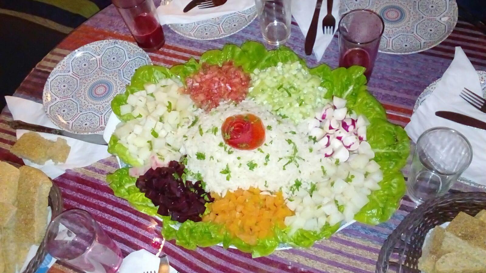 tajine di portata con verdura