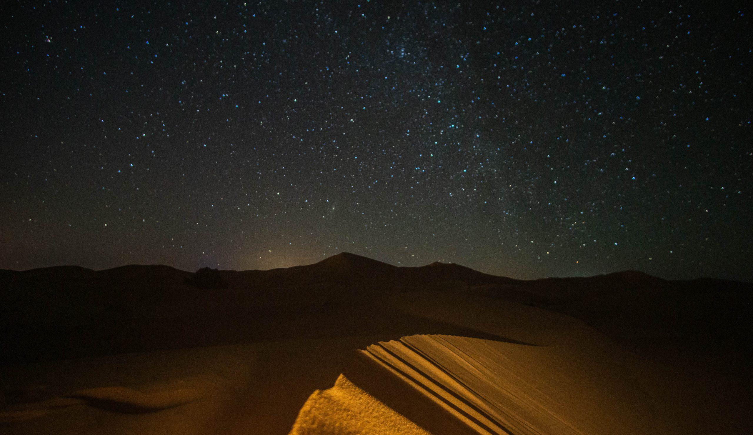 Notte stellata nel deserto
